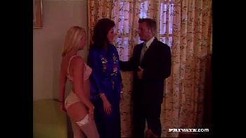 Private classics - Pornô retro - Marido recebe presente de mulher e ela deixa o maridao foder uma loirinha gostosa