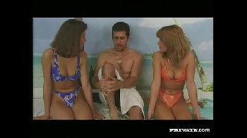 Putaria no pornô retro clássico Alexa Schiffer e Victoria Sharing fazendo sexo com direito a cuzinho