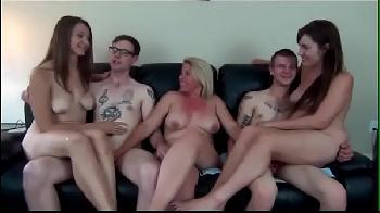 Orgia entre amigos com muita putaria