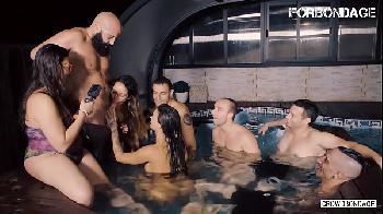 Orgia na piscina - Susy Gala