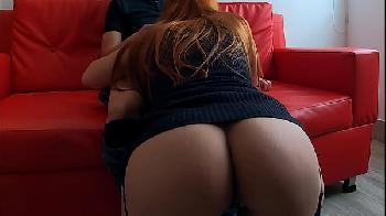 Grande bunda da colega de trabalho fodendo ela no meu sofa