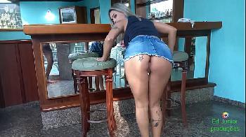 Fodendo Arlequina loira gostosa sem tirar o jeans